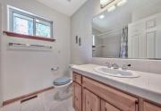 11-Guest-bath-upstairs