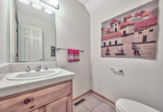 14-Cute-half-bath-downstairs