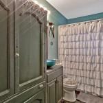920 Comstock bathroom