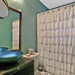 920 Comstock bathroom 2