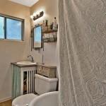 920 Comstock bathroom 3