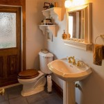 651 Alpine bathroom